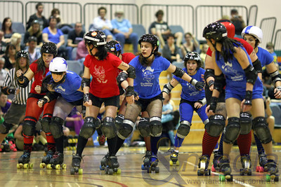 151011BRD20314 Bunbury Roller Derby presents - Mutiny on the Bouty: Barbossa Bruisers vs Polly Rogers @ Eaton Recreation Centre, 15th October 2011. Barbossa Brusiers' jammer Heidi Handcuffs (2nd from left) works her way through the Polly Rogers' defence. Photo: TRAVIS ANDERSON / Andmedia ©2011.