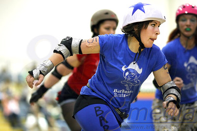 151011BRD21272 Bunbury Roller Derby presents - Mutiny on the Bouty: Barbossa Bruisers vs Polly Rogers @ Eaton Recreation Centre, 15th October 2011. Barbossa Brusiers' jammer Shifty Swifty in action. Photo: TRAVIS ANDERSON / Andmedia ©2011.
