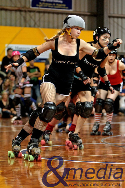 130211GCRD1237 Gold City Roller Derby Presents... The Bloody Valentine Bout - Bleeding Hearts vs Rotten Candy @ Neils Hansen Stadium - 12th February 2011 Kalgoorlie derby girl Bang Bang Lou Lou jamming for Rotten Candy. Photo: TRAVIS ANDERSON - Andmedia ©2011.
