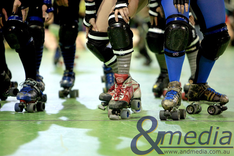 131110WARD0716 WA Roller Derby - Sonic Doom vs Electric Screams @ Midvale Speed Dome, 13th November 2010. Pivots & blockers waiting at the starting line. Photo: TRAVIS ANDERSON - Andmedia ©2010.