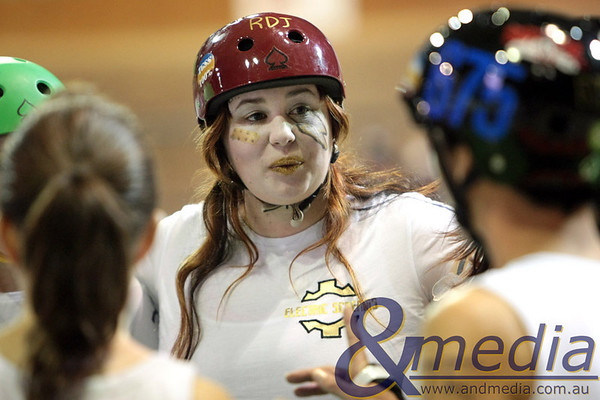 140810WARD0101 WA Roller Derby - Sonic Doom vs Electric Screams @ Midvale Speed Dome, 14th August 2010. Electric Screams' skater Rayne N' Blood in the team huddle before the bout. Photo: TRAVIS ANDERSON - Andmedia ©2010.