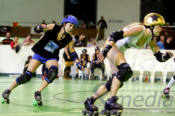 200811WARD2254 WA Roller Derby - Sonic Doom vs Electric Screams @ Midvale Speed Dome, 20th August 2011. Sonic Doom jammer Karmen Adairya shows determination in her attempt to chase down rival Electric Screams' jammer Steely Niel. Photo: ANDMEDIA ©2011