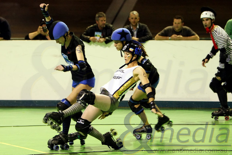200811WARD0378 WA Roller Derby - Sonic Doom vs Electric Screams @ Midvale Speed Dome, 20th August 2011. Electric Screams' blocker Damanda Respect goes to ground after a bump from Sonic Doom pivot Taye Q. Down. Photo: ANDMEDIA ©2011