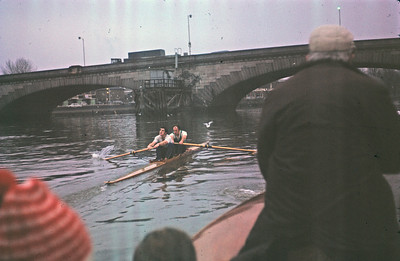 Finding the right line through Kew Bridge  Race Umpire: RR. Swatton