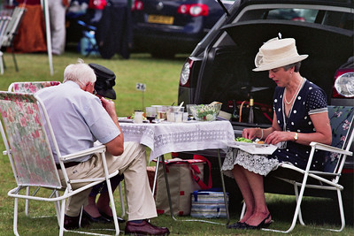 Lunchtime in the car park - HRR 2008