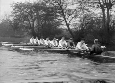A trial VIII heading up the Heron Bridge Straight from the Red House (Autumn 1959?) DN Williams (bow), N Wheeler, WG George, P Cluer, ? Edwards, I Shaw, G Meacher-Jones, SC Turner (str), S Olyott (cox)