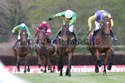 Cantlow (Mark Walsh) and Treo Eile (Barry Cash) in a driving finish to the line in the Friends First S´chase (La Touche Cup) at the Punchestown Festival (April 2017)