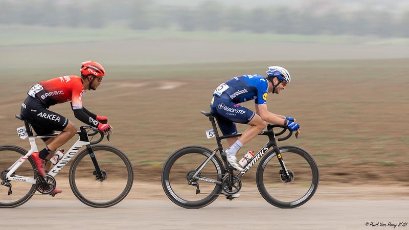 Pieter Serry (5) en Donavan Grondin (92).