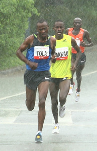 Tadese Tola of Ethiopia on his way to a course record 27:48 in the Healthy Kidney 10K in Central Park (5/16/09).