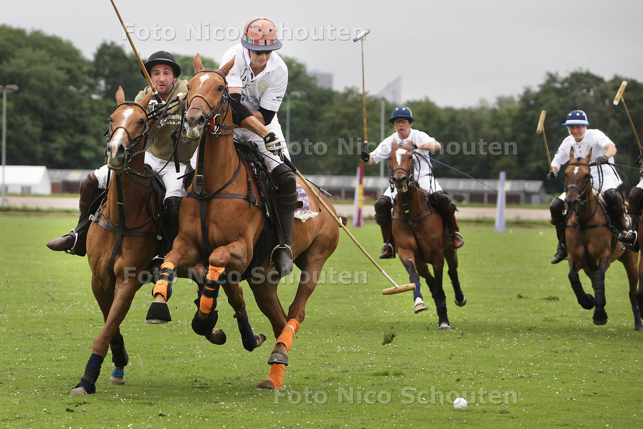The Orange: vier dagen polo - match: HV Polo (groen) - Cardon (wit) - WASSENAAR 4 JULI 2013 - FOTO NICO SCHOUTEN