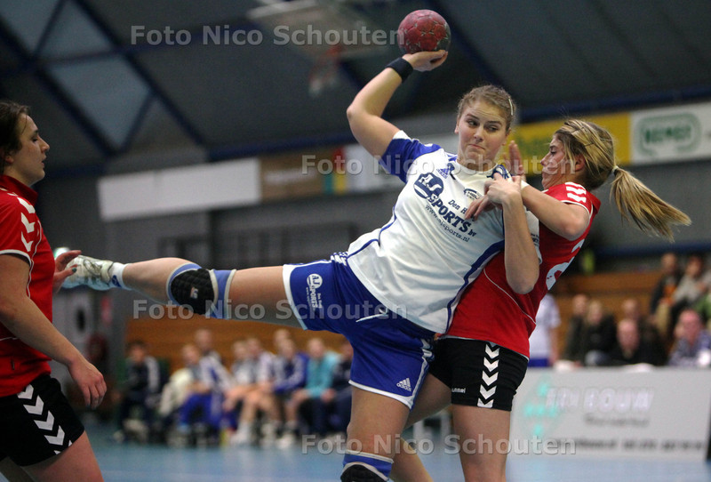 Handbal Dames; Hellas - Handbal accademie - Kirsten van Vliet scoort - DEN HAAG 9 FEBRARI 2011 - FOTO NICO SCHOUTEN