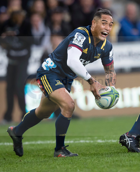 Highlanders' Aaron Smith passes the ball against the Stormers in the Super Rugby match, Forsyth Barr Stadium, Dunedin, New Zealand, Friday, March 9, 2018. Credit:SNPA / Adam Binns ** NO ARCHIVING**