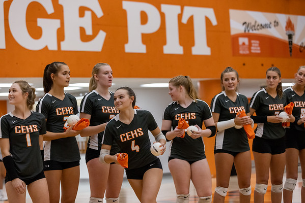 The Columbus East vollyball team return to the Oragne Pit on September 30, 2021. Photo by Tony Vasquez for Indy Sports Daily.