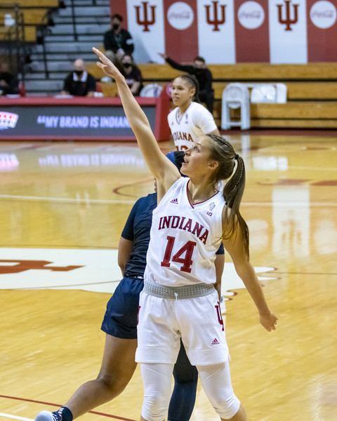 Ali Patberg eyes her three point attempt. Photo by Tony Vasquez/Indy Sports Daily.