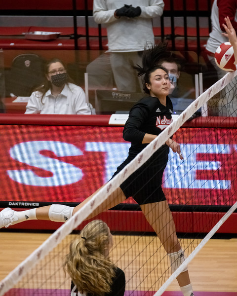 Nebraska wins back-to-back matches over the Hoosiers in three straight sets on January 23, 2021. Set scores 25-21, 25-16, 25-19. Photo by Tony Vasquez for Indy Sports Daily.