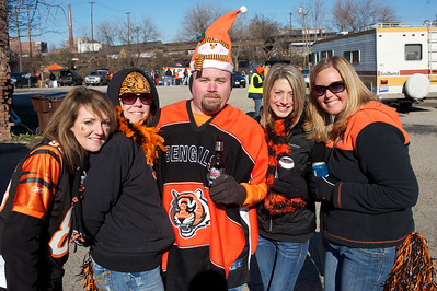 Tina Jones, Carrie Ritzie, Mike Miracle, Boonana Norway and Suzie Cincy at Longworth hall tailgating before the Bengals game