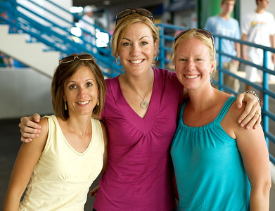 Rachelle, Kristin and Wendy of Anderson at the tennis tournament in Mason on Aug 16, 2009