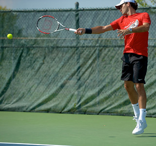 Men's Favorite Roger Federer practices at the tennis tournament in Mason on Aug 16, 2009