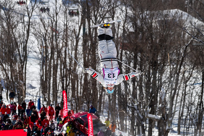 Mont-Tremblant, QC - January 27 -  Justine Dufour Lapointe's semi-final run to make the 6 women final cut at Coupe Du Monde De Bosses Tremblant Finals at Tremblant, Photo par Gary Yee