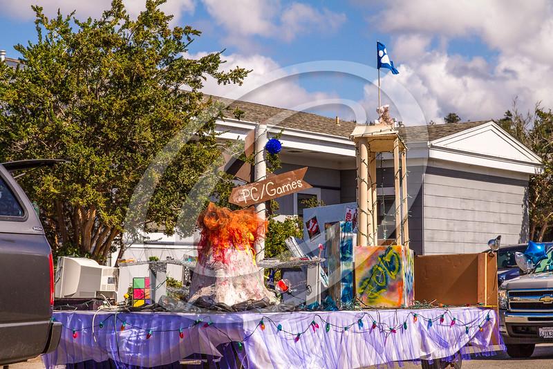 parade_20141197