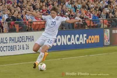Amy Wambach (20) crossing the ball to the center