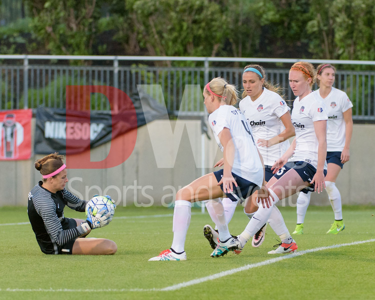 The Washington Spirit compress their line around their keeper Stephanie Labbé as she reels in the ball.  Supporting Stephanie, from left to right, Megan Oyster, Shelina Zadorsky, Tori Huster, and Alyssa Kleiner.