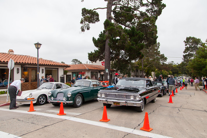 Cars wait to be guided to their respective spot on Ocean Ave.