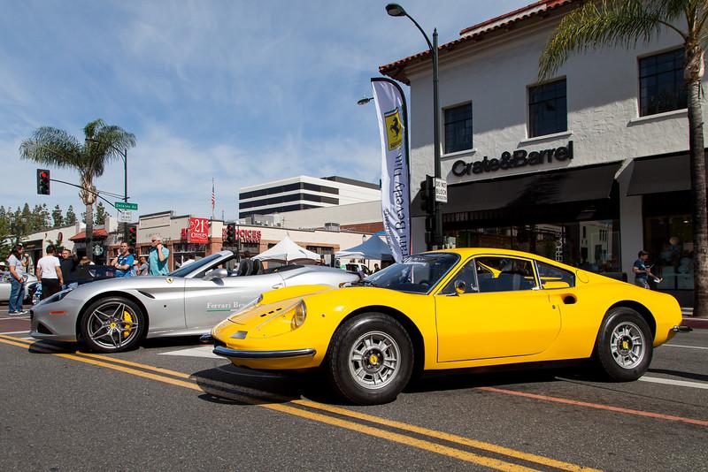 Silver Ferrari California & Yellow Dino
