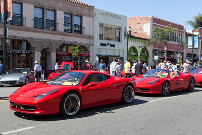 [L-R] 2012 Ferrari 458 Italia, 2012 Ferrari 458 Italia Spyder