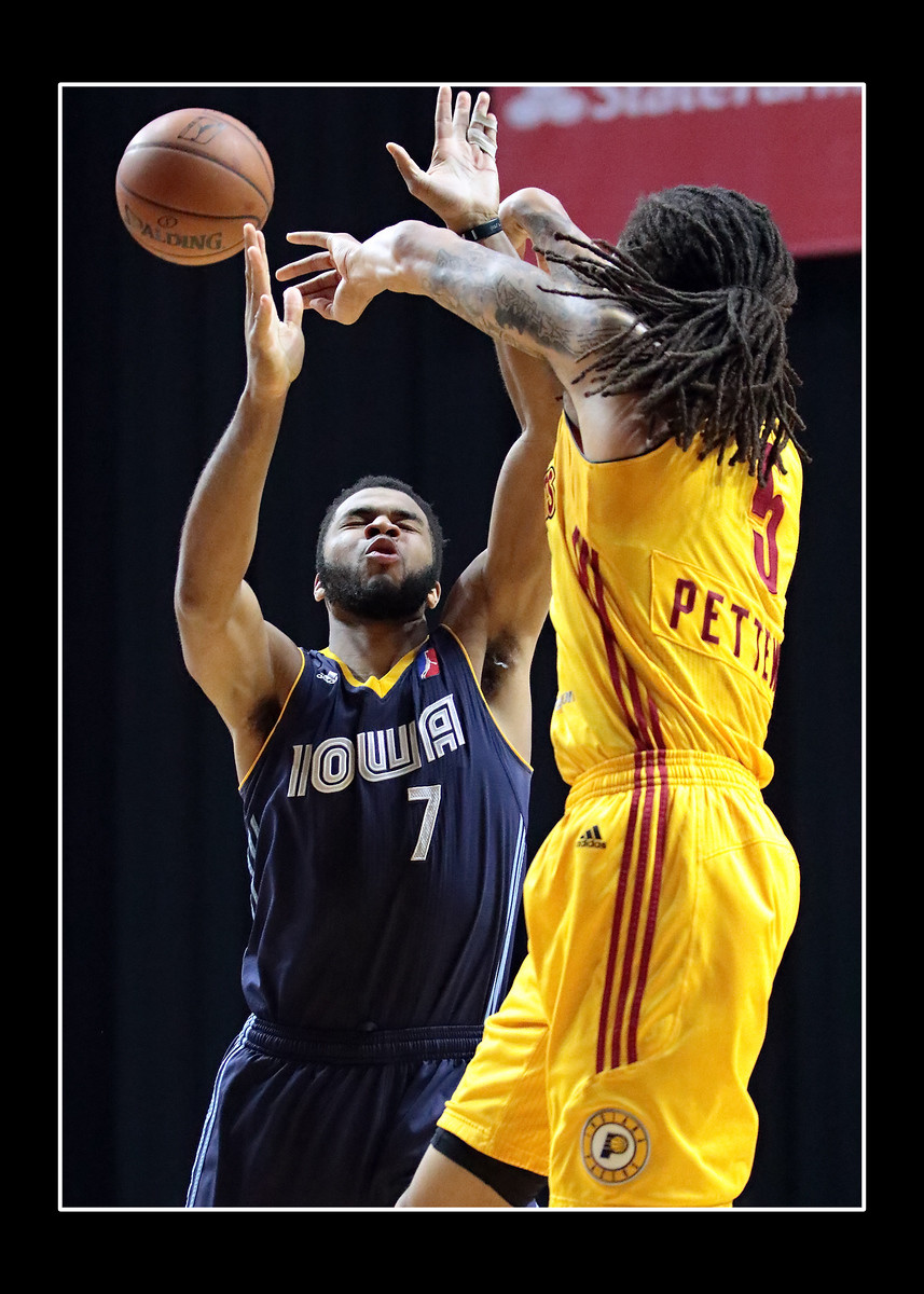 IMAGE: https://photos.smugmug.com/Sports-Events/Mad-Ants-20152016/Feb-28-2016/i-NMK4TDM/0/861fe952/X3/216A5049-X3.jpg