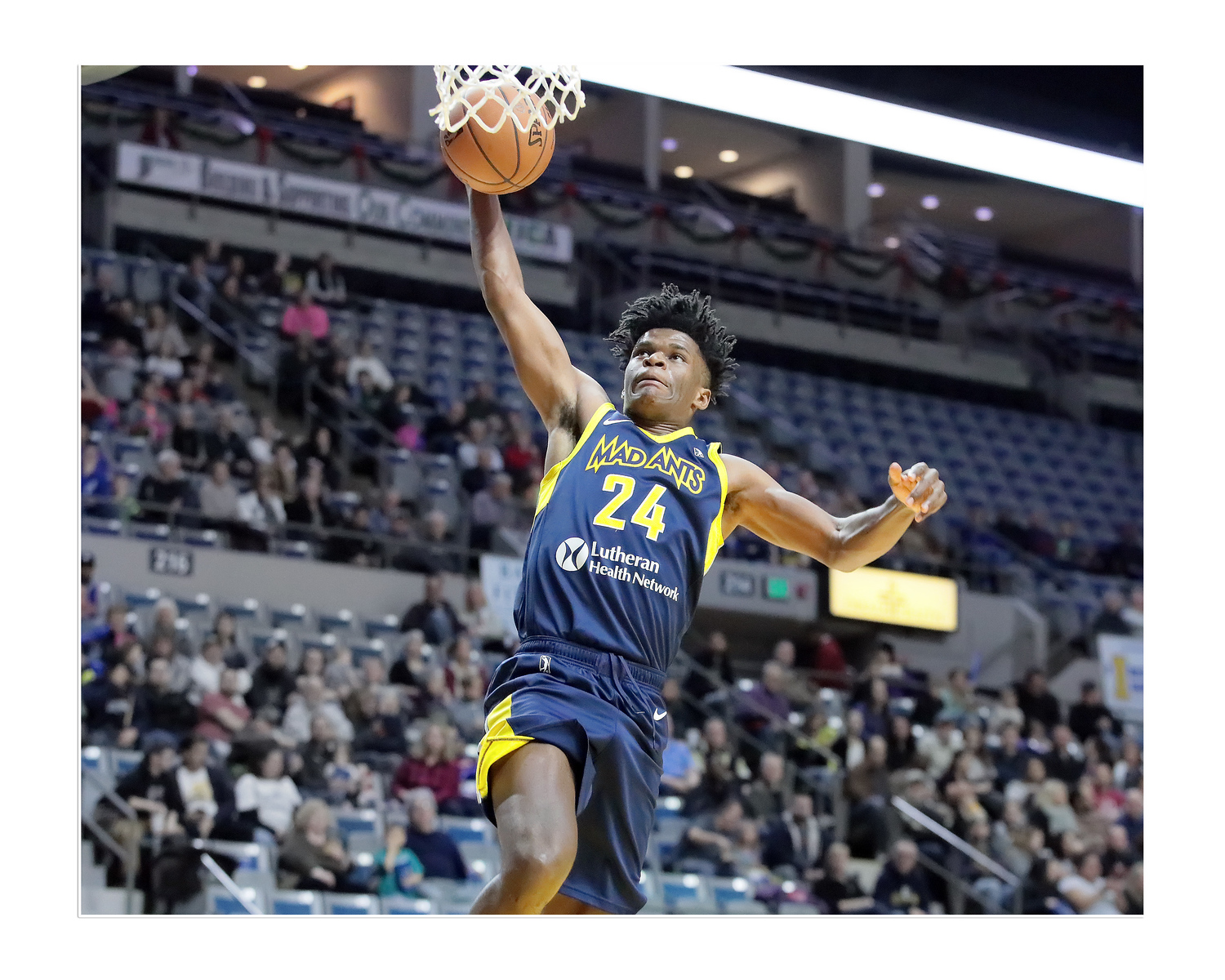 IMAGE: https://photos.smugmug.com/Sports-Events/Mad-Ants-Current-Season/Dec-17-2018/i-sB4xrsz/0/8ece043a/X3/FX8A5509a-X3.jpg