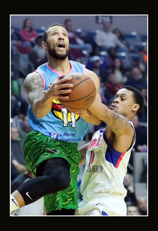 IMAGE: https://photos.smugmug.com/Sports-Events/Mad-Ants-Current-Season/Dec-30-2017/i-ndwDq9t/0/e5f25cc0/XL/FX8A6456a-XL.jpg