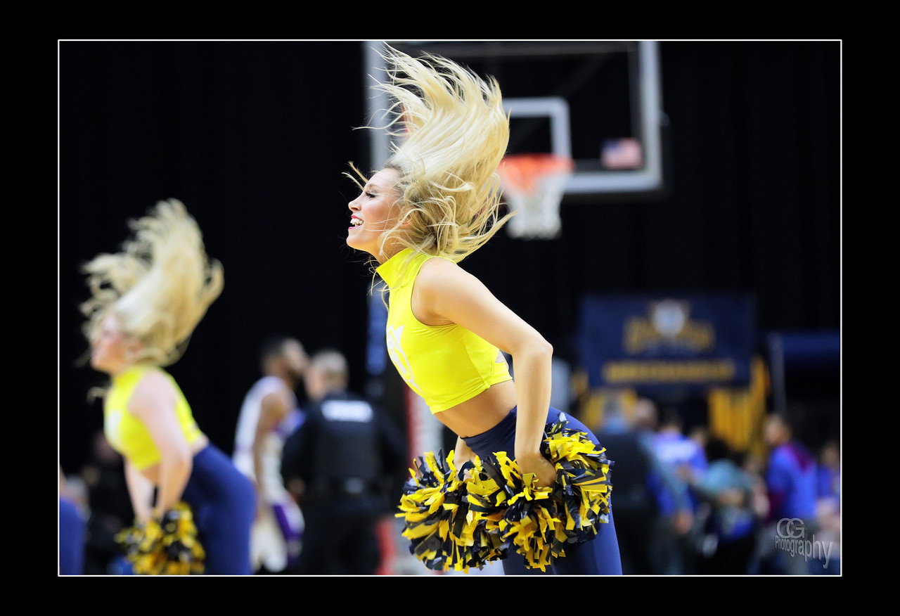 IMAGE: https://photos.smugmug.com/Sports-Events/Mad-Ants-Current-Season/Dec-4-2017/i-hKwBqDt/0/7c05dace/X2/FX8A5207a-X2.jpg