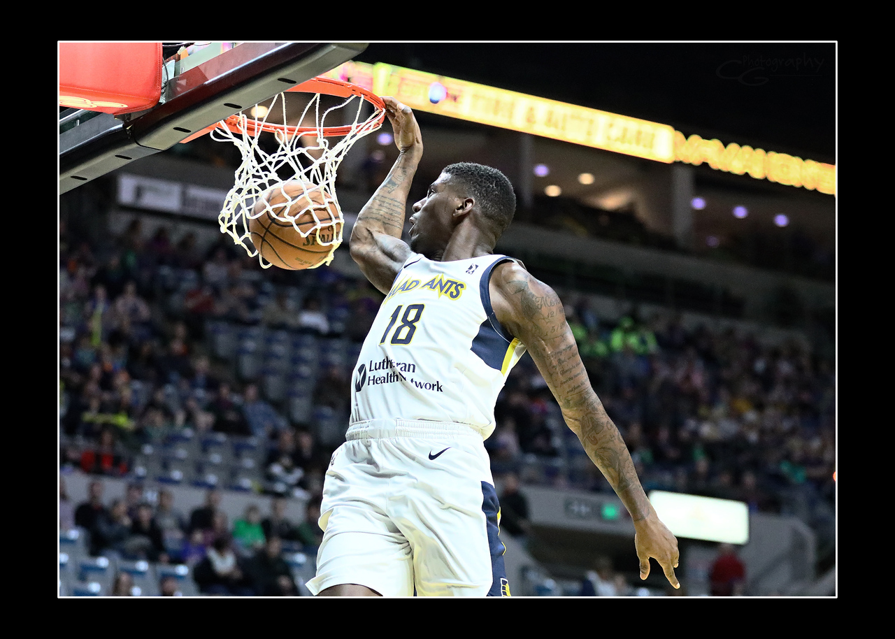 IMAGE: https://photos.smugmug.com/Sports-Events/Mad-Ants-Current-Season/Feb-25-2018/i-7xKqkfd/0/aabc02eb/X2/FX8A8098a-X2.jpg
