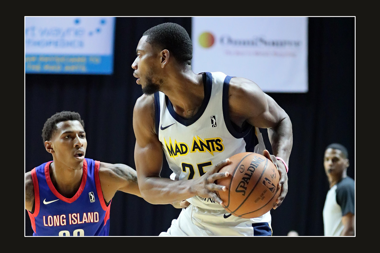 IMAGE: https://photos.smugmug.com/Sports-Events/Mad-Ants-Current-Season/Feb-3-2018/i-5fcZ5zk/0/16f9a4ef/X2/FX8A7634a-X2.jpg