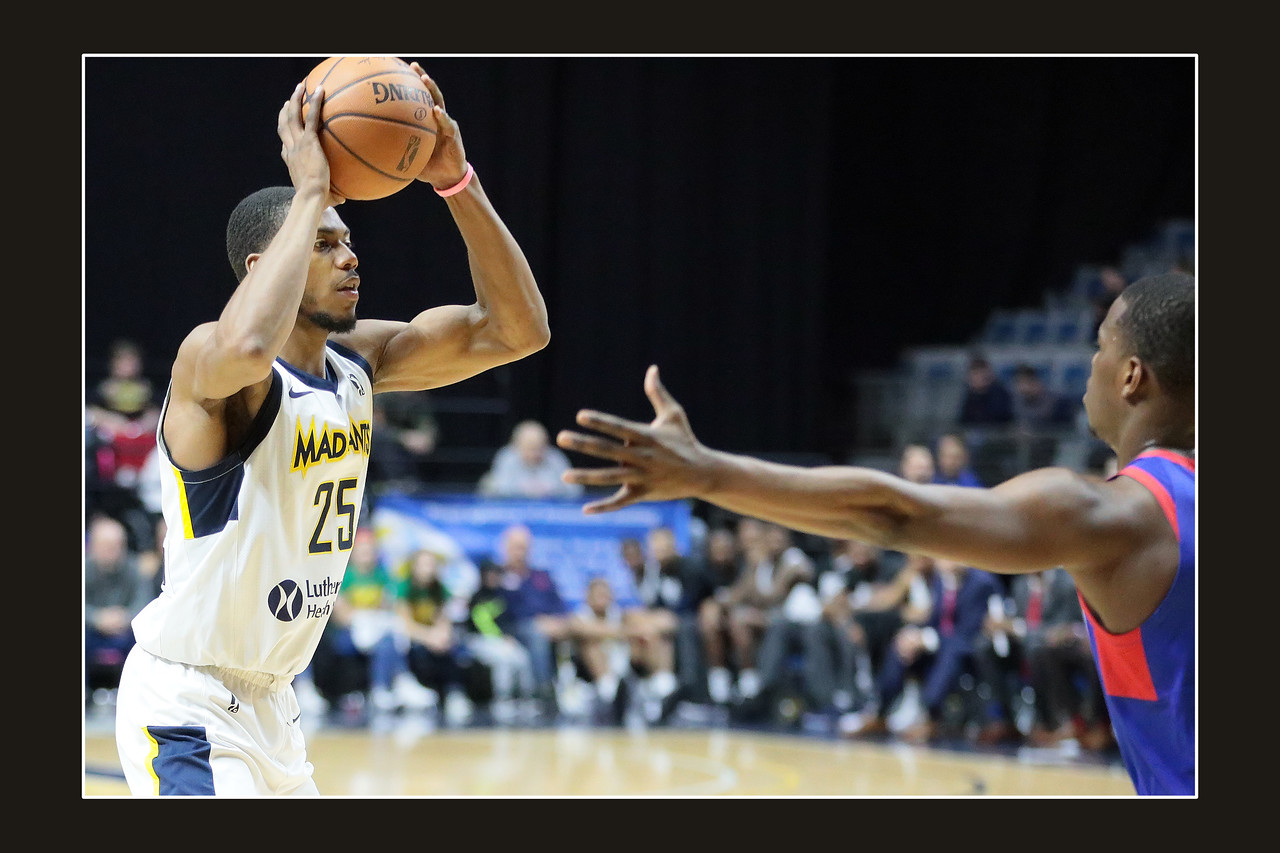IMAGE: https://photos.smugmug.com/Sports-Events/Mad-Ants-Current-Season/Feb-3-2018/i-6nRM4hm/0/cae928a8/X2/FX8A7668a-X2.jpg