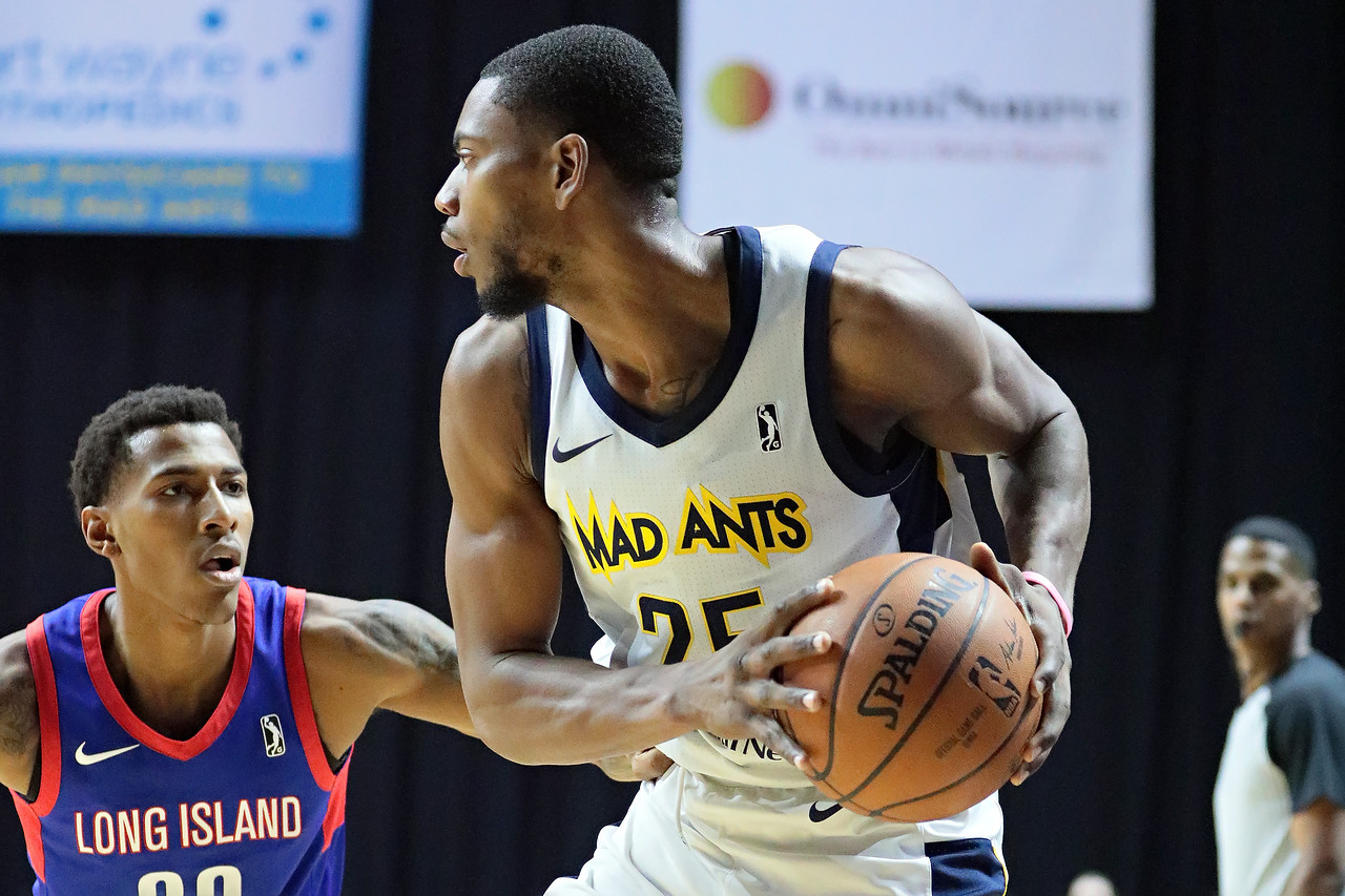 IMAGE: https://photos.smugmug.com/Sports-Events/Mad-Ants-Current-Season/Feb-3-2018/i-ZQn5Mqb/0/e4586456/X2/FX8A7634-X2.jpg