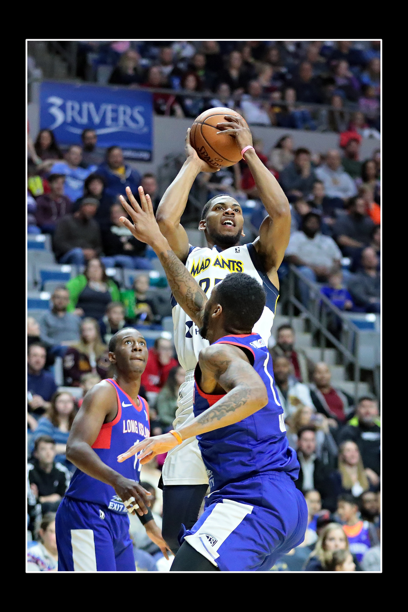 IMAGE: https://photos.smugmug.com/Sports-Events/Mad-Ants-Current-Season/Feb-3-2018/i-cBjwqr5/0/5c840cc8/X3/FX8A7503a-X3.jpg
