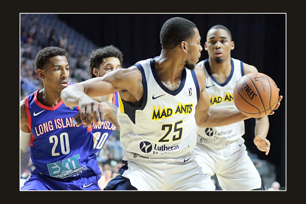 IMAGE: https://photos.smugmug.com/Sports-Events/Mad-Ants-Current-Season/Feb-3-2018/i-mQcGvJN/0/9a0cd9a9/X2/FX8A7635a-X2.jpg