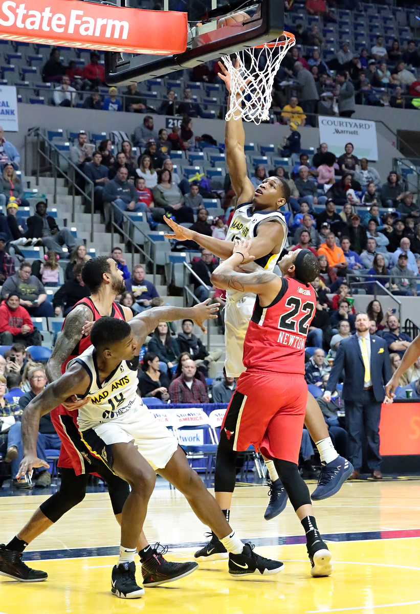 IMAGE: https://photos.smugmug.com/Sports-Events/Mad-Ants-Current-Season/Jan-05-2018/i-5XF29jP/0/698372b3/X3/216A5152-X3.jpg