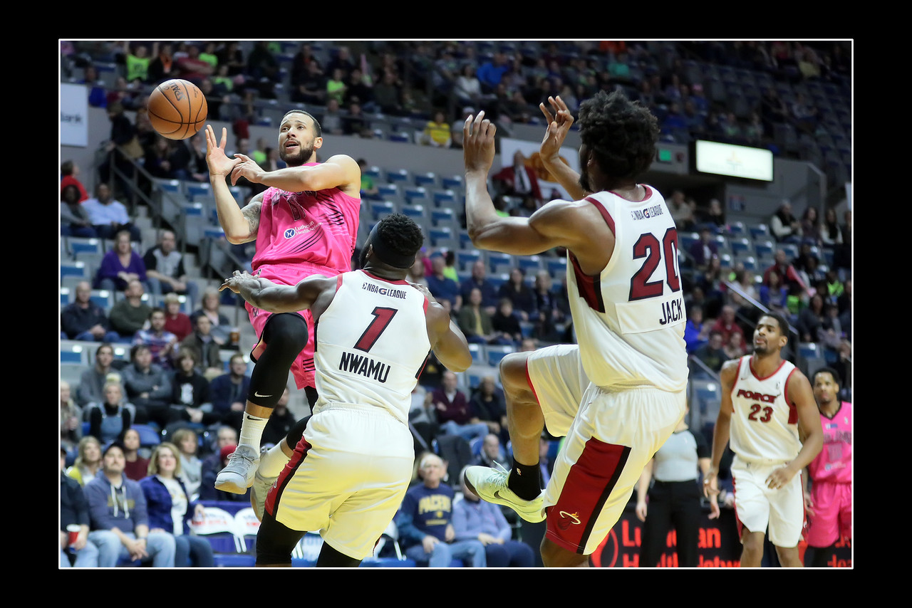 IMAGE: https://photos.smugmug.com/Sports-Events/Mad-Ants-Current-Season/Jan-19-2018/i-DF8nzsz/0/15b7fee0/X2/FX8A7406a-X2.jpg
