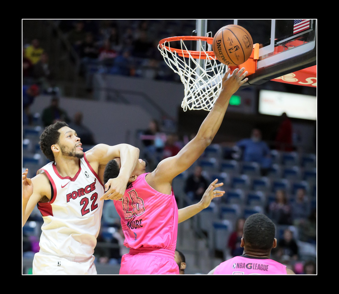 IMAGE: https://photos.smugmug.com/Sports-Events/Mad-Ants-Current-Season/Jan-19-2018/i-RpMhmJF/0/c58f4013/X2/FX8A7161a-X2.jpg