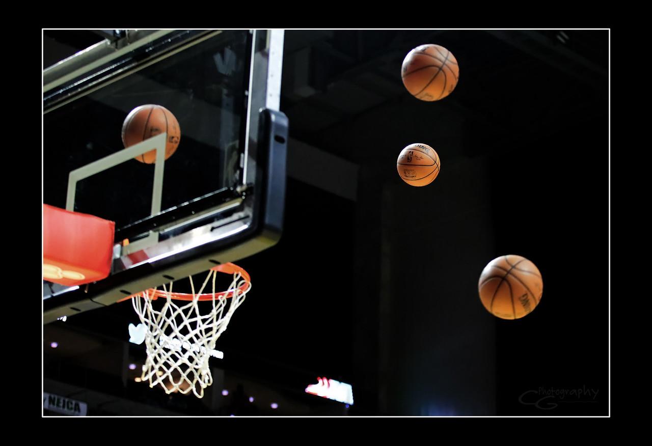 IMAGE: https://photos.smugmug.com/Sports-Events/Mad-Ants-Current-Season/March-19-2018/i-QdC6MVx/0/64f85521/X2/FX8A9489-X2.jpg