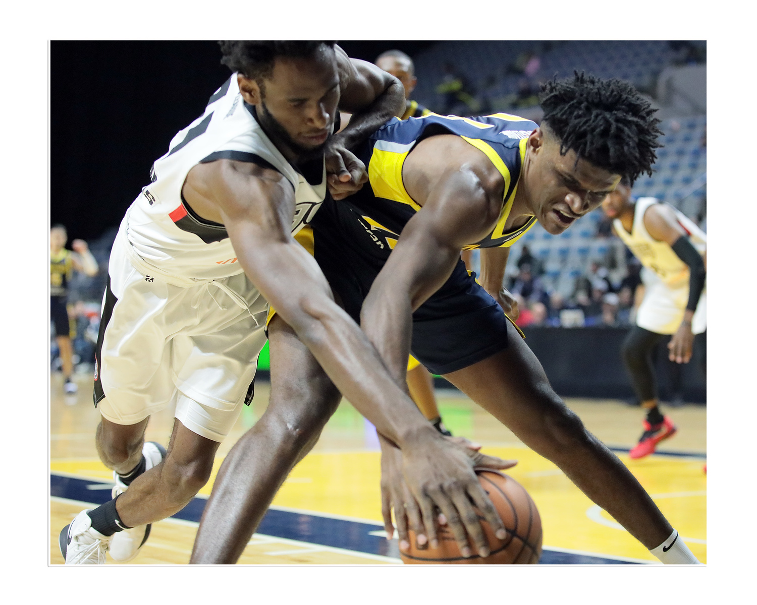 IMAGE: https://photos.smugmug.com/Sports-Events/Mad-Ants-Current-Season/Nov-29-2018/i-Vhwnmz3/0/4fce0a27/X3/FX8A3831a-X3.jpg
