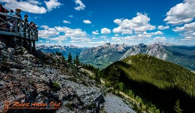 SFE-AO_7657_ATO.WestUSACanada2014-CAN.AB.Banff.BanffNP.ViewFromSulphurMountainOfHikersAndMountainsNorth-B (DSC_7657.NEF)