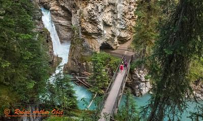 SFE-AO_7879_ATO.WestUSACanada2014-CAN.AB.Banff.BanffNP. JohnstonCanyon.HikersViewLowerFalls-B (DSC_7879.NEF)