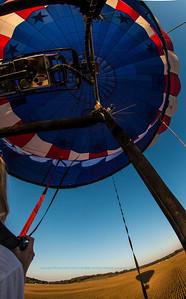 SFE-AABA_2185_MMAO-Ballooning.USA.WI.LakeMills.HotAirBallooningWithAeroworksBalloons.OverGoldenFarmlandsAsBalloonBeginsDescent-B (DSC_2185.NEF)