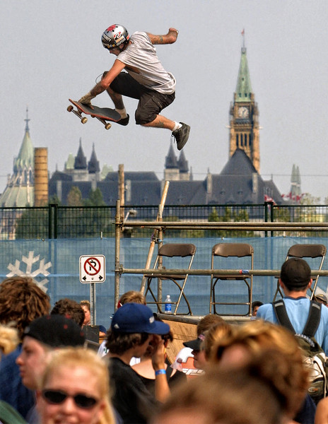 9/3/2001 - Molson's SnowJam at Lebretton flats. Mike Townsend of Montreal soars above the heads of the spectators on his skateboard. Photo by Patrick Doyle.