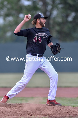 _A4688_Throws_the_runner_out_at_first