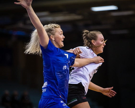 Great game by Tertnes this evening when they beat Fredristad in the Quarter Final of the «sluttspill» by 37 goals to 28. Here is some of the action from the game.